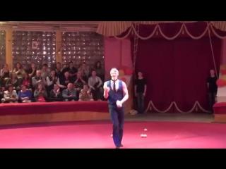 Соло - жонглёр Дмитрий Дубинин