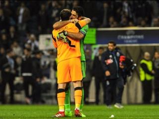 Буффон и Касильяс обменялись футболками после матча Порту — Ювентус.