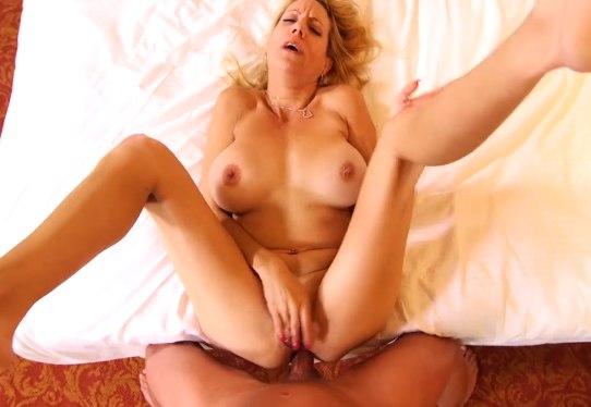 Оценил ее взрослый опыт по анальному сексу