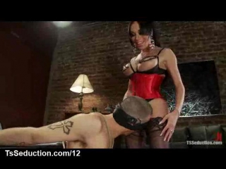 Tranny mia isabella in lingerie gets blowjob by bound guy(красотки shemale | трансы ts ladyboy трапы sissy)