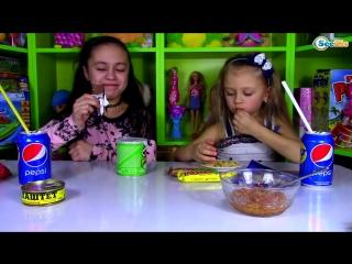Челлендж! Попробуй не запивать! Обычная еда против маленьких детей! Видео для детей