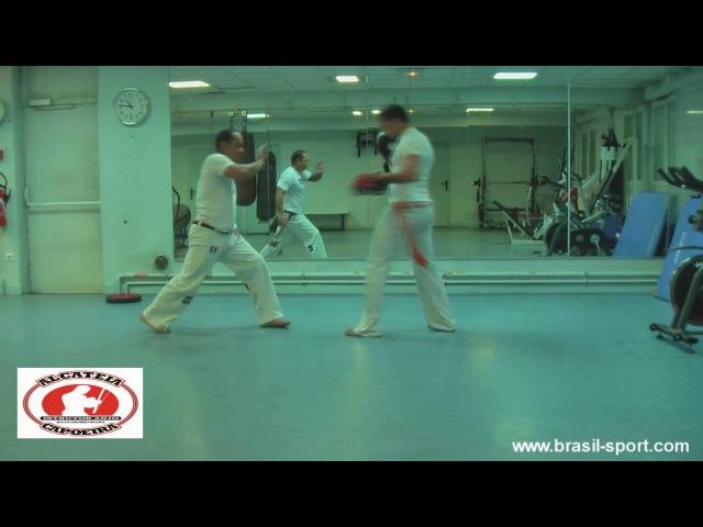 Deslocamento com Martelo C M Mola vídeo tutorial capoeira