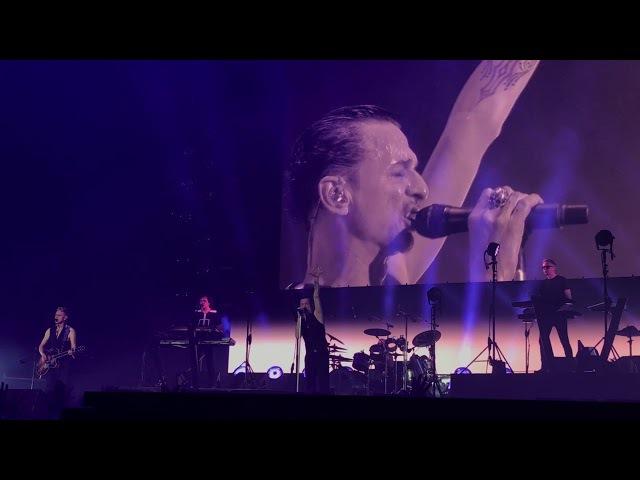 "Depeche Mode, Madrid 2017, WiZink Center, ""Personal Jesus"""