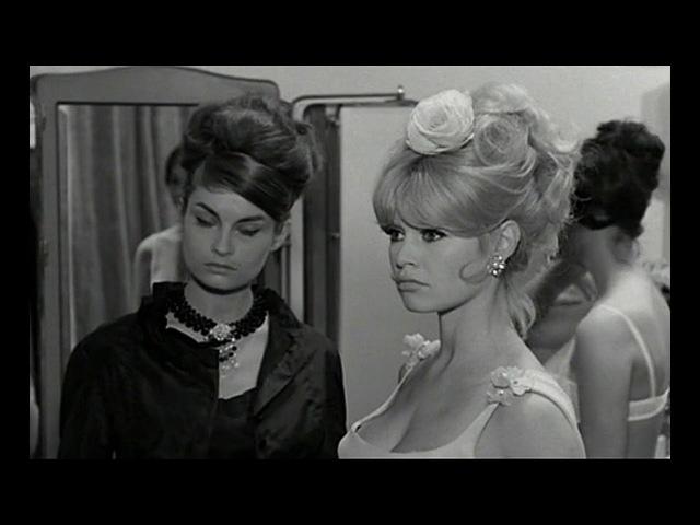 Очаровательная идиотка / Une Ravissante Idiote (1964)