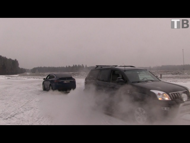 Tesla Model X vs Toyota Land Cruiser tug of war