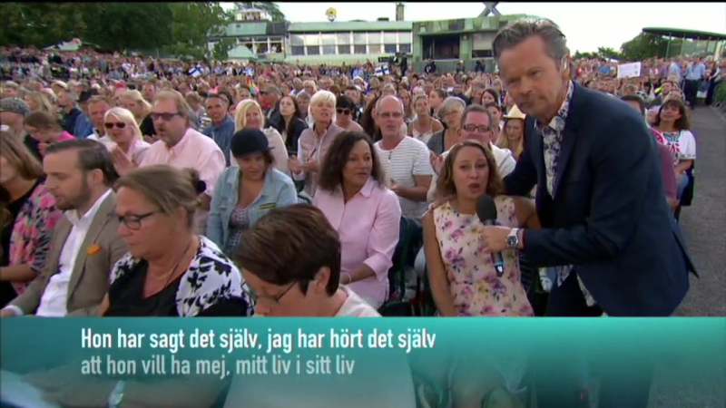 Anders Glenmark, Sanna Nielsen and the audience-Hon Har Blommor I Sitt Hår.(Allsång På Skansen)