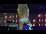 Парню повезло с красоткой прямо на сцене! Стриптиз от сексуальной блондинки!