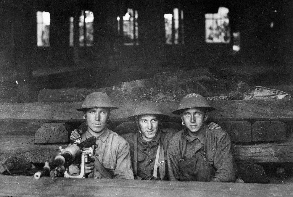 Солдаты роты А 9-го пулемётного батальона армии США в Шато-Тьерри, Франция, 7 июня 1918 года.