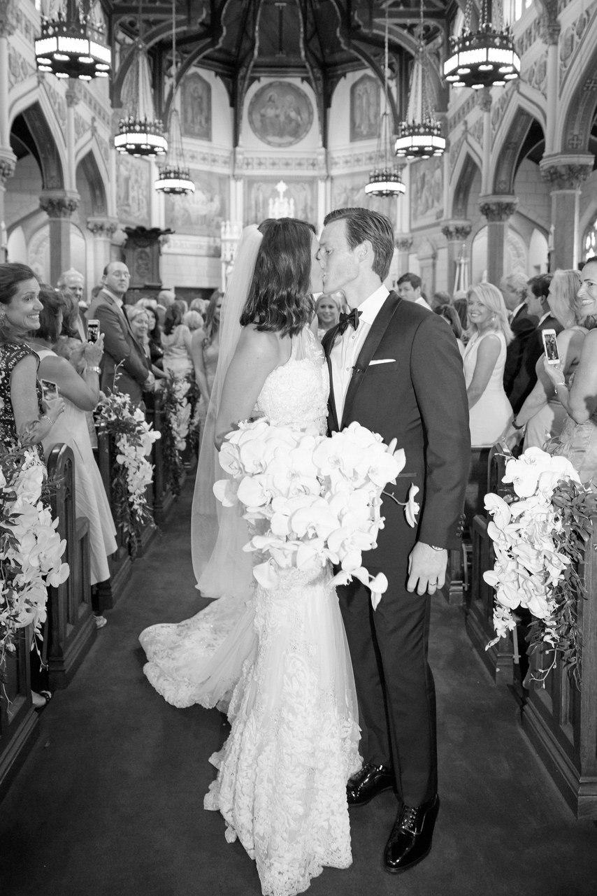 День поцелуев - история праздника и маленькое исследование от ведущего свадьбы в Волгограде, тамады на юбилей и корпоратив, Павла Июльского. Заказать проведение свадьбы, написание сценария можно по тел: +7 (937) 727-25-75(Megafon) +7 (937) 555-20-20(Beeline) +7 (937) 540-60-80(MTS)