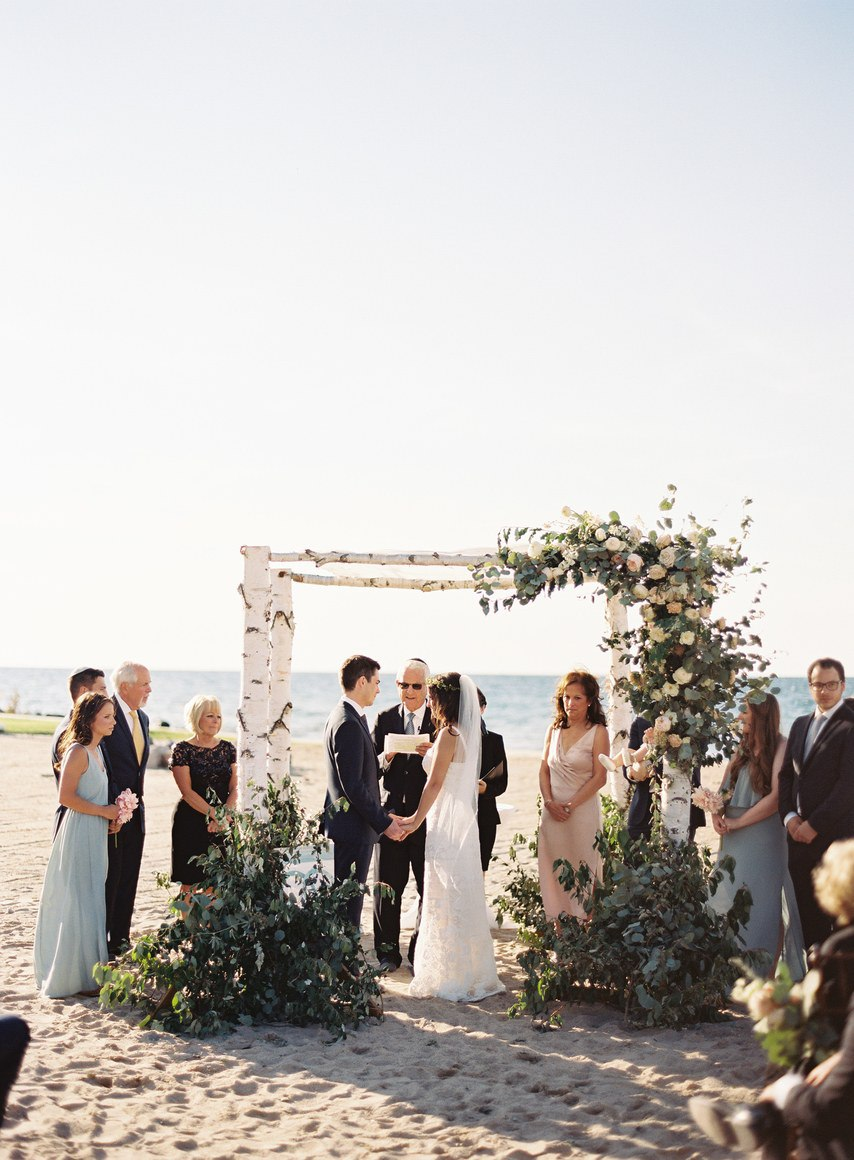 QUOwpCLF8Qo - Бесподобная свадьба в стиле пляжной вечеринки