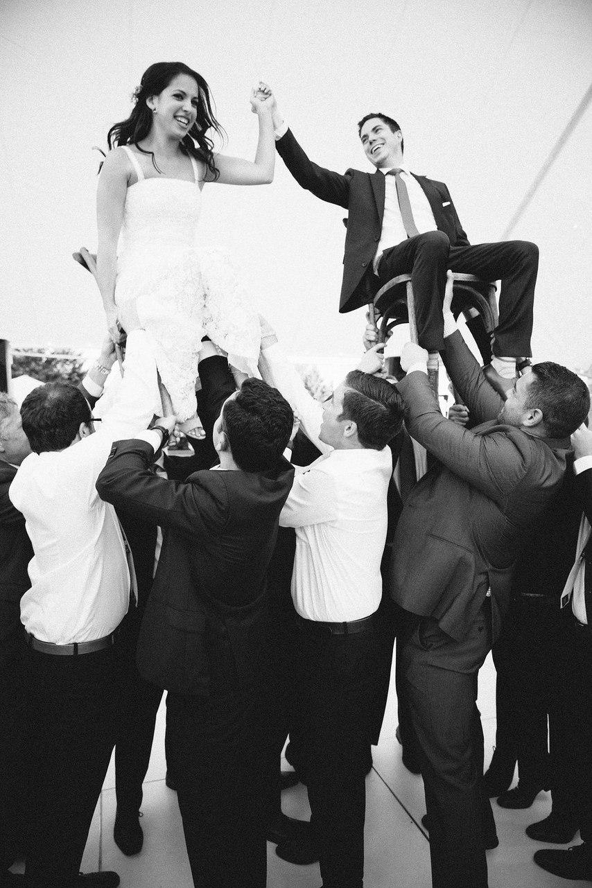 QbUiOcwV8Rk - Бесподобная свадьба в стиле пляжной вечеринки