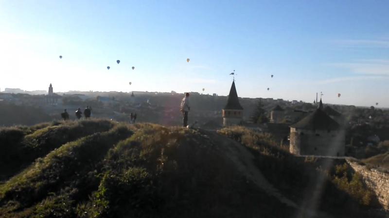 Рассвет, запуск шаров замок Каменец-Подольский