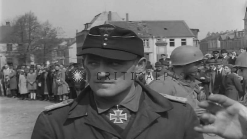 Deutsch Soldaten von 512. Panzerjäger -Bataillon unter Lt. Hauptmann Albert Ernst Hingabe an der 99. Infanterie-Division