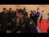 Когда генерал - настоящий пример для солдат!
