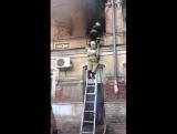 В Астрахани на улице Адмиралтейской горит двухэтажный жилой дом