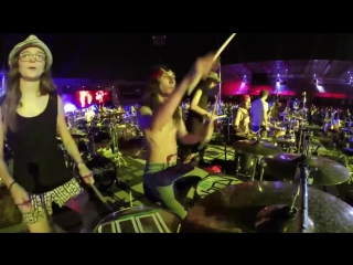 1 000 музыкантов сыграли легендарную песню Seven Nation Army [720p]