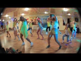 Dee Reggaetonera & Mary PoppinZ BOOTCAMP con chicas de Agua Blanca