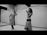 Duet tribal-kathak. Dance in the process of setting