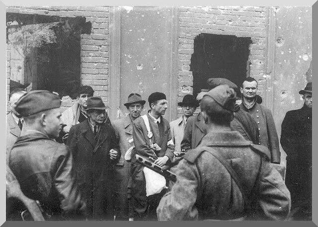 Берлин, апрель 1945 г. Взятые в плен сотрудники рейхсминистерства пропаганды.