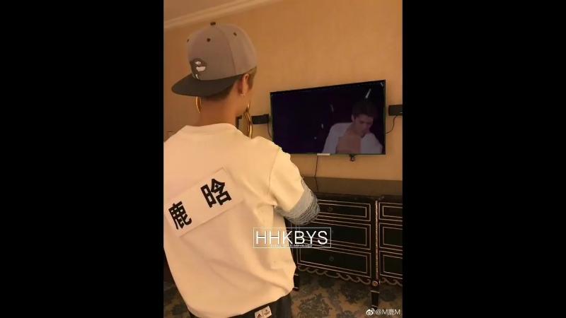 лухан смотрит видео с сехуном