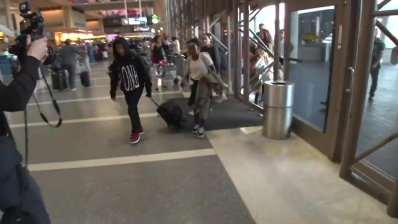Анджелина и дети покидают Лос-Анджелес