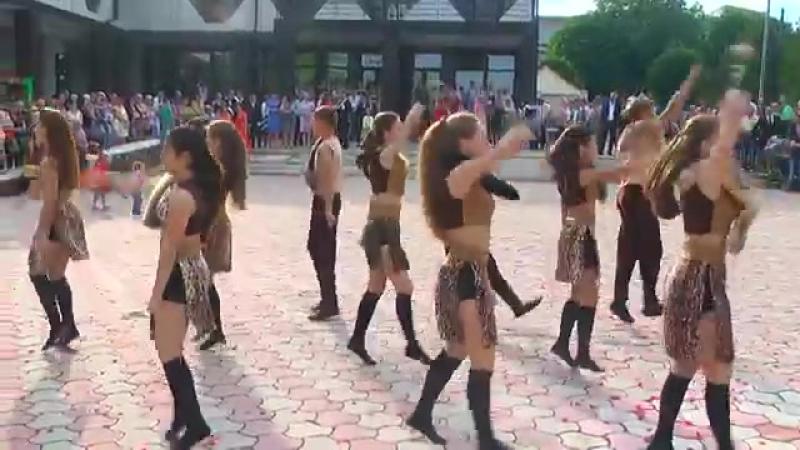 Сокирянська гімназія Дикі танцІ.mp4