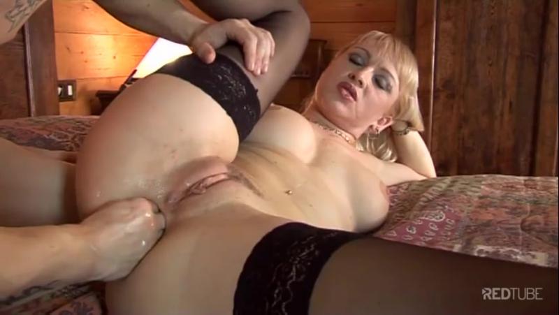 Порно фистинг грудастых