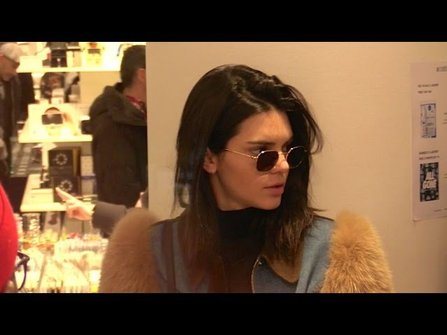 EXCLUSIVE : Kendall Jenner goes to Colette concept store in Paris