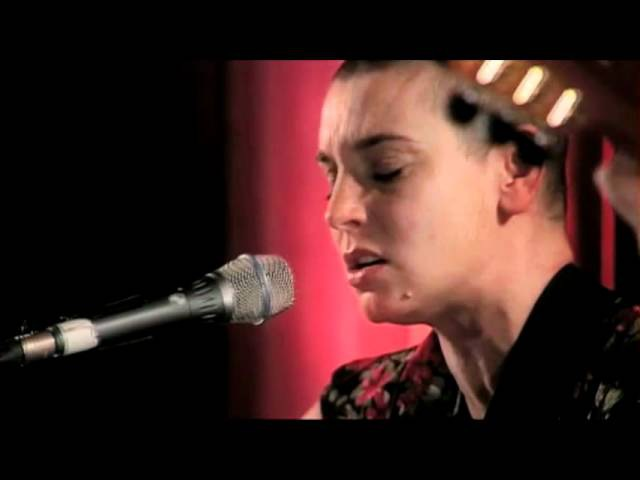 Sinead O'Connor - I Don't Know How To Love Him