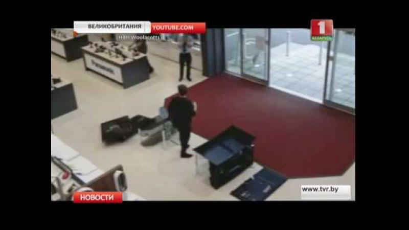 В Англии неуклюжий покупатель разбил 4 дорогих телевизора
