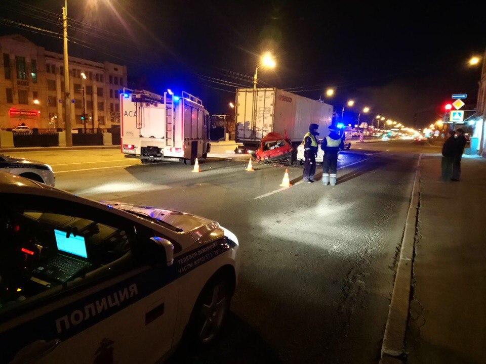 ВПетербурге наОбводном канале шофёр ВАЗ умер втройном ДТП