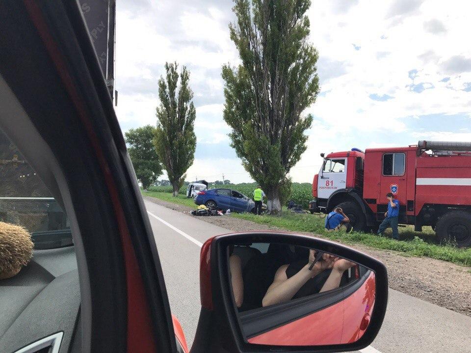 В серьезном ДТП на трассе «Ростов-Таганрог» погибли два человека, еще трое пострадали