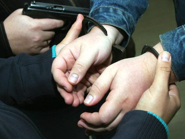 В Таганроге полицейские пресекли факт незаконного хранения наркотических средств в крупном размере