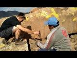 В поисках мумиё в горах Монголии нашли кость человека.