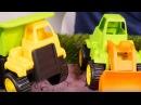 Игрушечные грузовики и игрушечные машинки. Конструктор ЛЕГО и Ультрон. Видео для детей на английском языке
