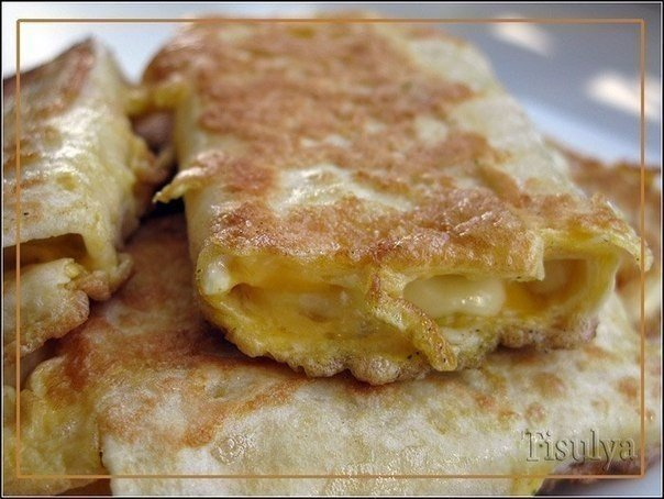 Лаваш с сыром в яйце. Завтрак за