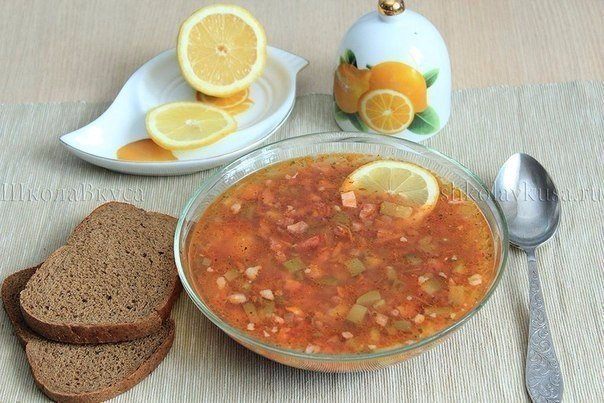 Солянка с колбасой Ингредиенты: Картофель - 3 больших клубня Koлбаса
