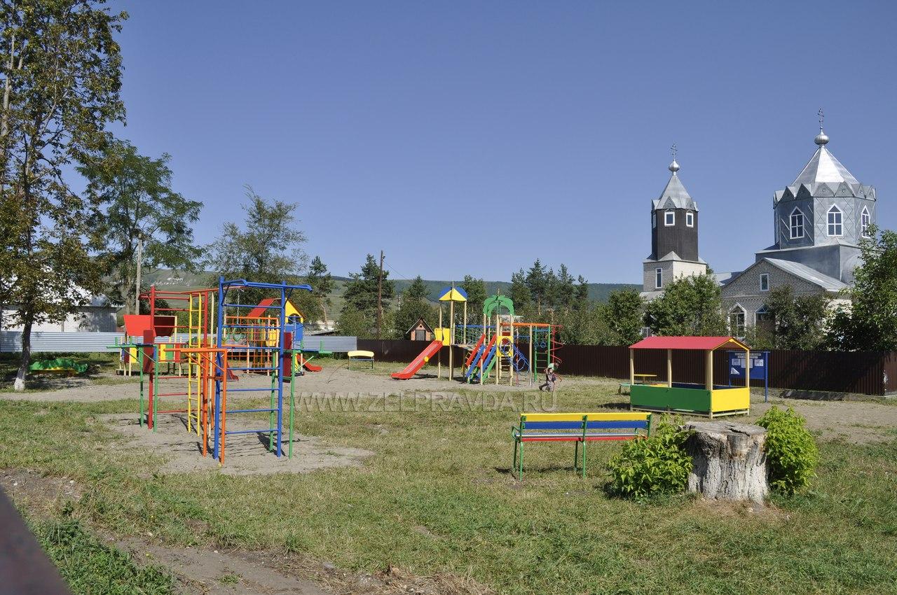 В станице Исправной появилась новая детская площадка