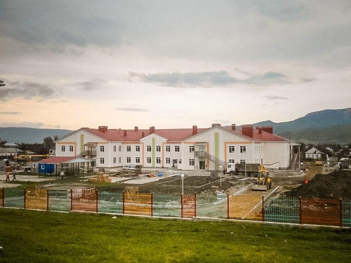 В станице Зеленчукской активными темпами стоится самый крупный детский сад региона