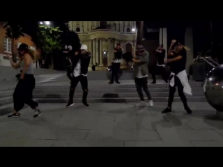 "Люди со всего мира танцуют под ""black or white"" майкла джексона"