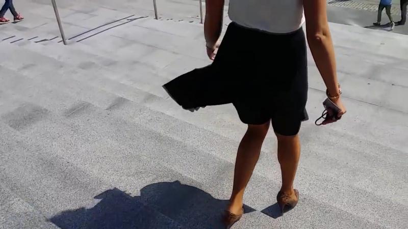 Ветер задирает юбку