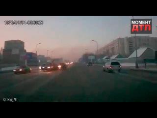 Момент ДТП: Жесткая авария на встречной полосе, Караганда,.18.11.2016