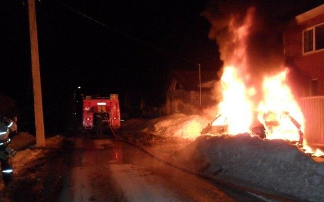 Вweb-сети появились фото Порше Cayenne, сгоревшего дотла настоянке вТатарстане