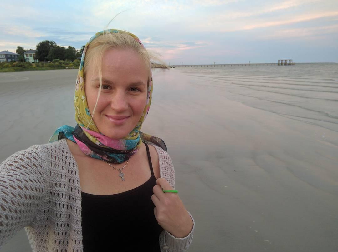 Валентина Шевченко на берегу Мексиканского залива