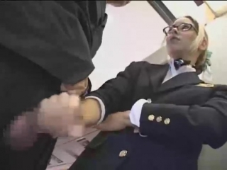 Массаж стюардесса дрочит парню член в самолете девушки