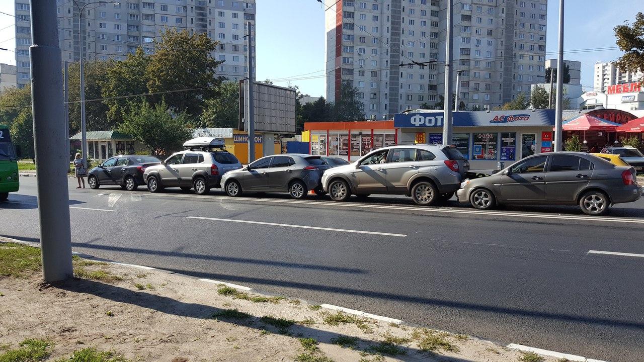 В Харькове на жилом массиве Алексеевка произошло ДТП (ФОТО)
