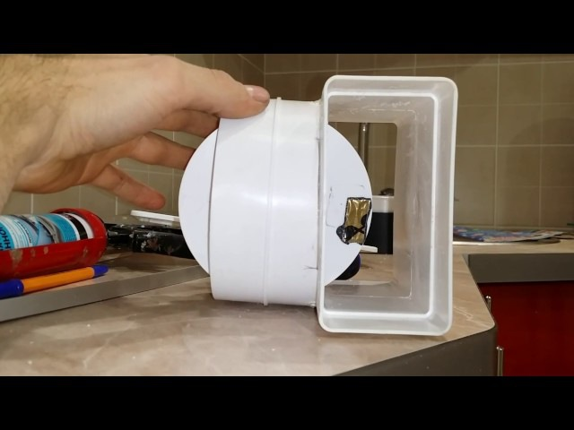Система естественной вентиляции в частном доме представляет собой вертикальные каналы, которые начинаются в вентилируемом помещении и заканчиваются выше конька крыши.