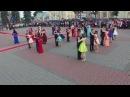 Восхитительный танцевальный флэшмоб   Вальс выпускников на площади [Студия Отр ...