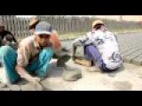 Як роблять тротуари в Бангладеш
