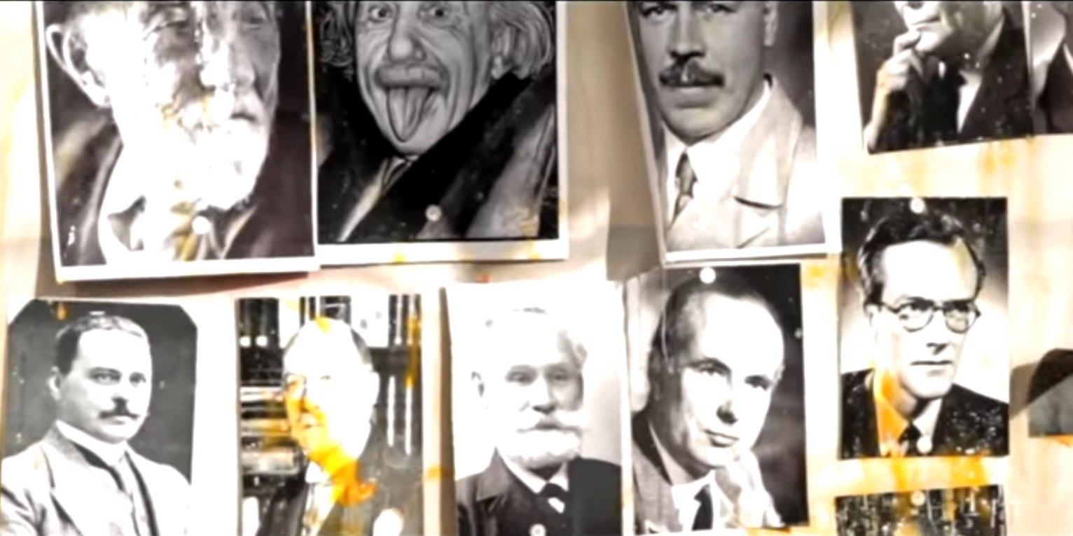На открытии магазина Стерлигова устроили расстрел портретов ученых: Эйнштейна, Вавилова и др.